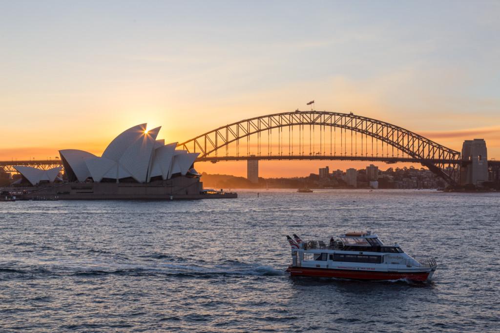 Die Sonne sinkt in das Opernhaus von Sydney