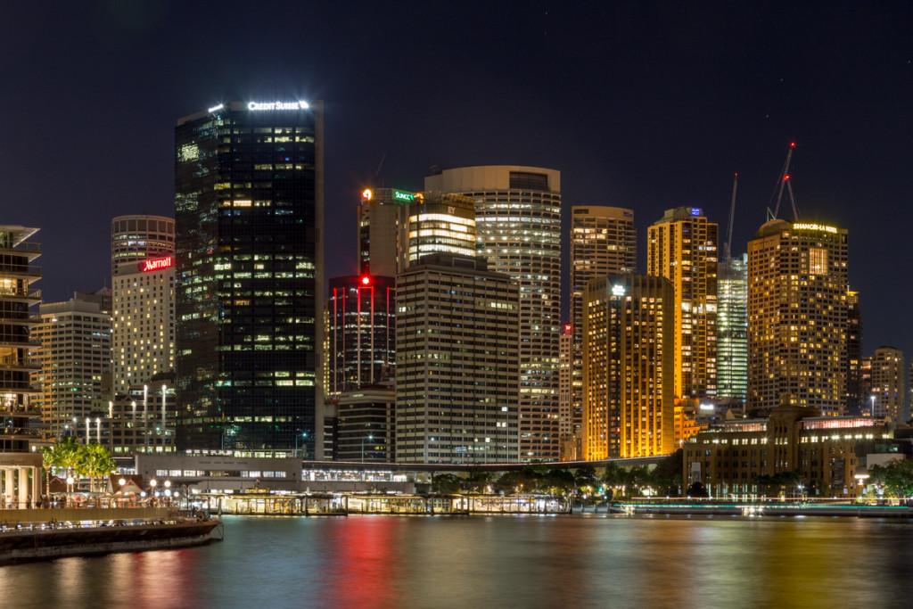 Beleuchtete Hochhäuser am Circular Quay