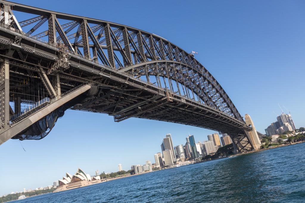 Sydney Harbour Bridge mit Skyline und Opernhaus