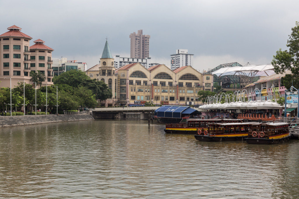 Boote im Singapore River Valley