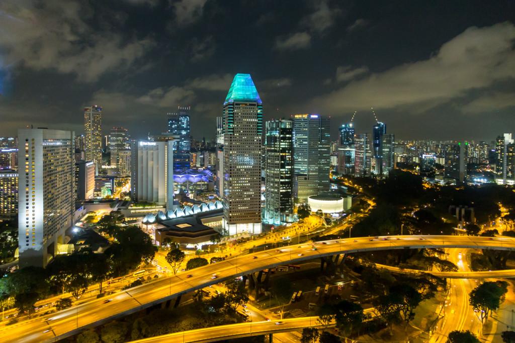 Singapore Flyer mit Blick auf die Skyline von Singapur