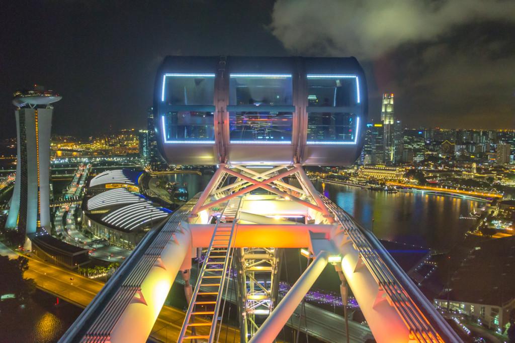 Singapore Flyer mit Blick auf Marina Bay