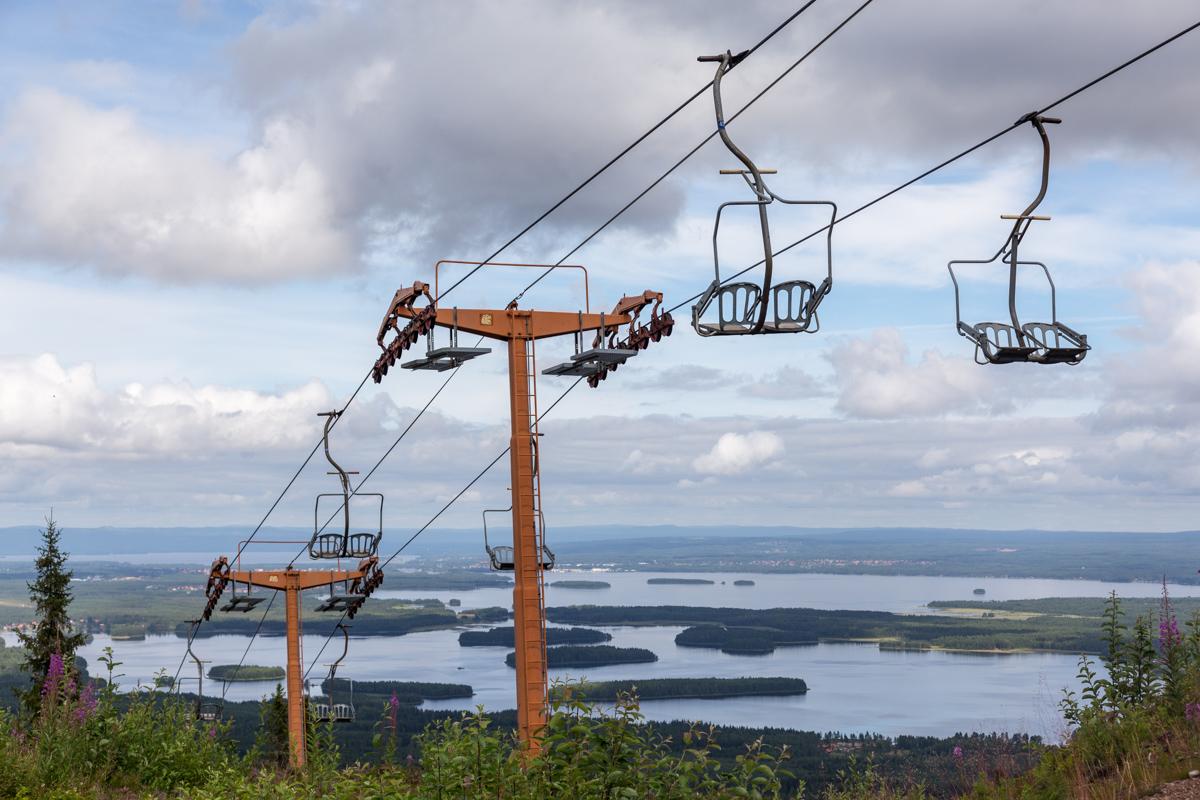 Die Sesselbahn im Skigebiet von Gesundaberget in Mittelschweden