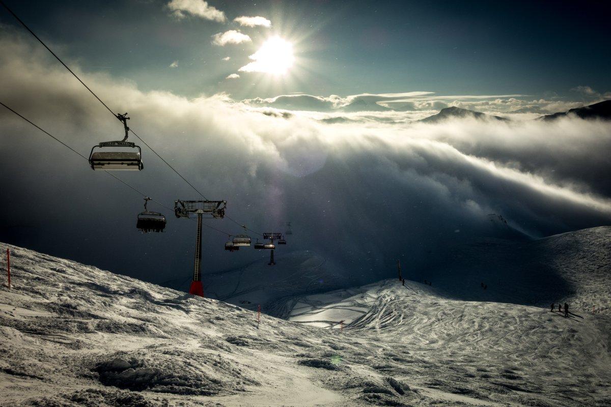 Sesselbahn auf der Lenzerheide im Nebel