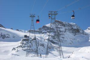 Luftseilbahn Felskinn und Alpinexpress in Saas Fee