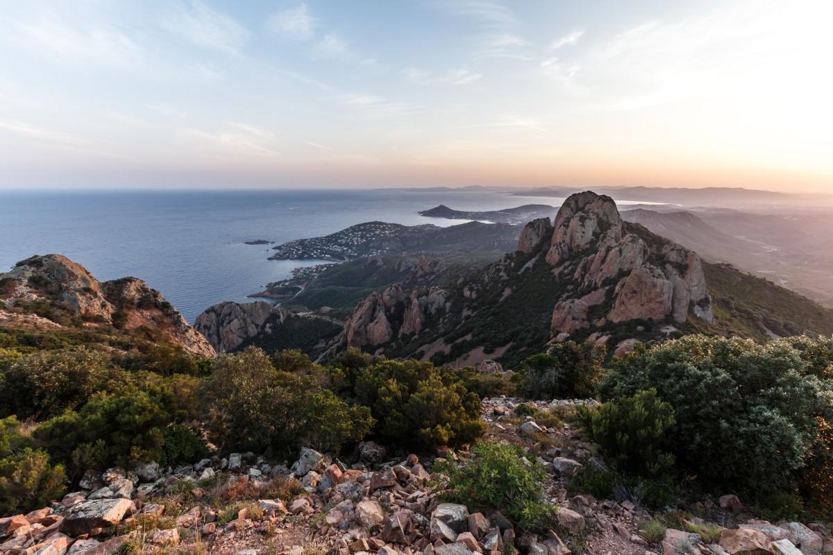 Panorama vom Pic du Cap Roux im Esterel-Massiv