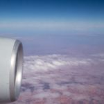 Die Fotoausrüstung im Flugzeug transportieren