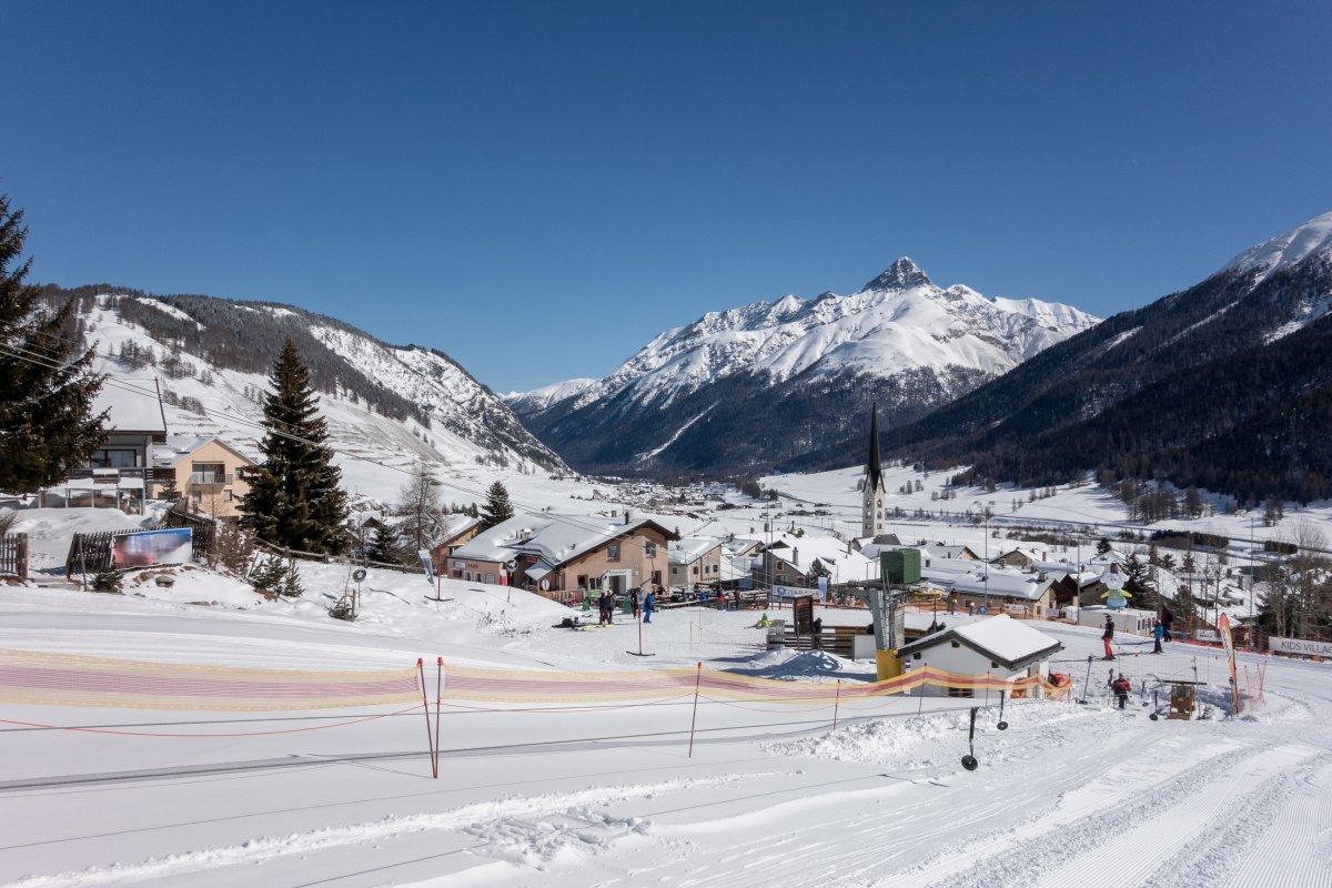 Zuoz im Engadin mit Skilift