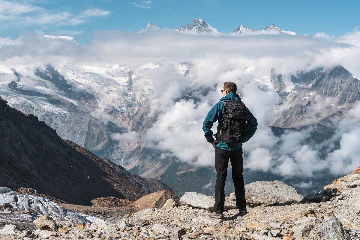 Atlas Athlete Fotorucksack in den Alpen